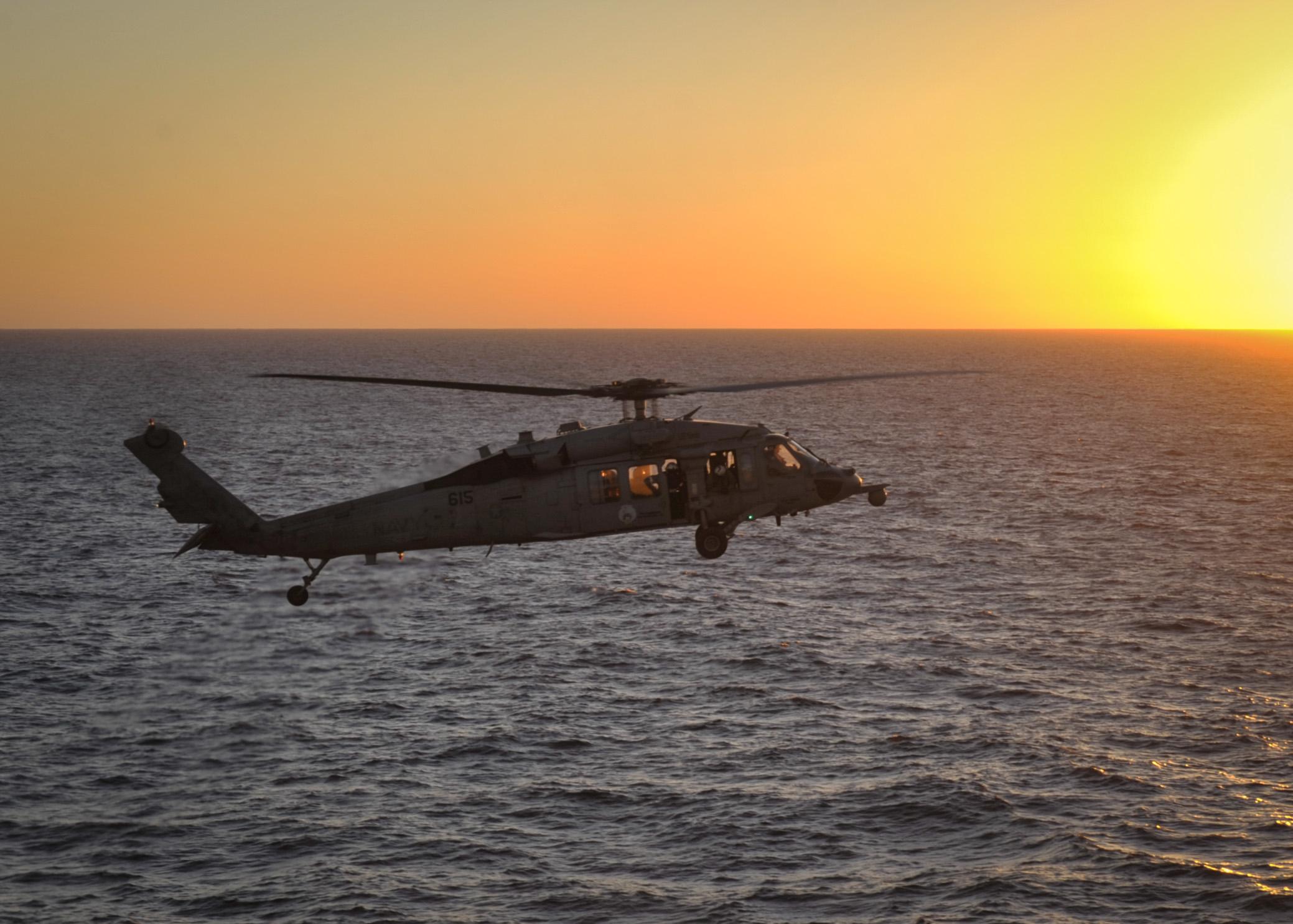 Sea Hawk lands onNimitz